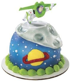 More Toy Story themed party favors!  I can't believe it took me this long to think of looking for Buzz lightyear under party favors…  This one is a classic Buzz Lightyear pose as he flies across the galaxy.  He looks pretty good in the one close-up picture provided.  I could wish for a clearer pic, and a view of the back.  But from what can be seen, he looks right.  At least enough so that it has that correct 'Buzz Lightyear' feel to it.  The sculpt and the pose