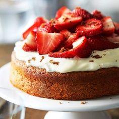 Ilman valkoista sokeria ja vehnää leivottu ihmekakku saa makunsa kuivatuista ja tuoreista hedelmistä. Sugar Free Baking, Sugar Free Recipes, Gluten Free Baking, Vegan Baking, Baking Recipes, Cake Recipes, Healthy Cake, Vegan Cake, Gluten Free Cakes