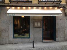 Vinoteca Moratin: Restauración Madrid Restaurants, Coffee Restaurants, Exterior Design, Interior And Exterior, Madrid City, Bakery Design, Store Fronts, Retail Design, Store Design