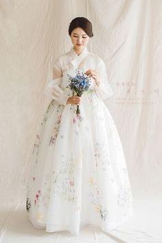 한복짓는 복나비 fashions from around the world! Korean Traditional Dress, Traditional Fashion, Traditional Dresses, Asian Wedding Dress, Korean Wedding, Wedding Dresses, Korean Dress, Korean Outfits, Oriental Fashion