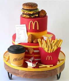 Fun Baking Recipes, Cake Recipes, Fondant Cakes, Cupcake Cakes, Cakes That Look Like Food, Mcdonalds Birthday Party, Candy Birthday Cakes, Realistic Cakes, Instagram Cake