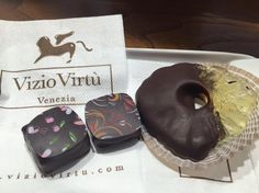 Vizio Virtù is a beautiful place to be! The best chocolate in Venice! Best Chocolate, Venice, Beautiful Places, Italy, Tours, Holidays, Cake, Desserts, Food
