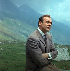 Sean Connery, shades of brown: olive brown flannel trousers, grey-brown tweed sportcoat, dark brown knit tie Sean Connery James Bond, James Bond Actors, James Bond Movie Posters, James Bond Movies, James Bond Style, Cinema Tv, Favorite Movie Quotes, Bond Girls, Actors & Actresses