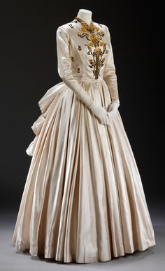 Jacques Fath - 194 - Silk satin, embroidered by Rebe with sequins and beads - Victoria and Albert Museum Collection, London