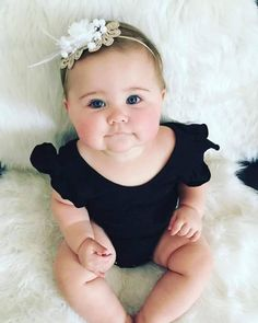 Cutest little chubbster! Cute Little Baby, Pretty Baby, Little Babies, Baby Love, Baby Kids, Baby Girl Images, Cute Baby Girl Pictures, Baby Photos, Precious Children