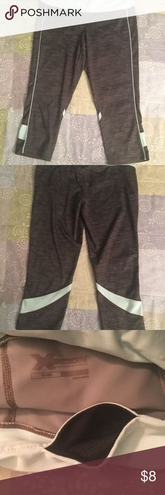 Women's Activewear Capris Women's Size Medium. Fitted style. Capri length.  In good, gently used condition.   Inside front pocket for keys or small items. Pants Capris