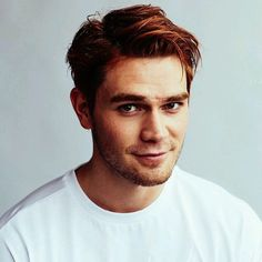 guy, riverdale, and kj apa image Kj Apa Riverdale, Watch Riverdale, Riverdale Archie, Riverdale Cast, Cole Sprouse, Archie Andrews, Attractive Men, Haircuts For Men, Gorgeous Men