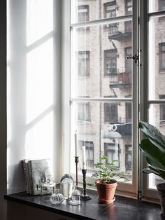 Susan Törnqvist – Interior By Susan Minimalist Room, Minimalist Home Interior, Flat Interior, Interior And Exterior, Small Living Room Design, Interior Design Living Room, Living Room Designs, Condo Living, Home Living Room