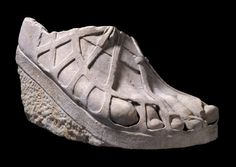 Roman colossal sandaled right foot - once part of statue which was more than 5 metres tall. Statue presented possibly an Olympian god or Emperor. Dated back to II century CE. Roman Sculpture, Sculpture Clay, Sculptures, Roman Clothes, Mode Steampunk, Empire Romain, Old Shoes, Shoes Men, Roman History