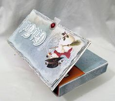 Craft&You Design - Toffifee-eske med tutorial Chocolate Card, Candy Labels, Diy And Crafts, Paper Crafts, Bookbinding, Gift Packaging, Design Crafts, Gift Bags, Your Design
