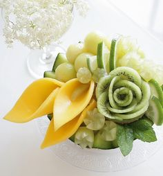 Image may contain: flower and food Vegetable Crafts, Fruit And Vegetable Carving, Food Design, Fruits Decoration, Fruit Creations, Food Carving, Food Garnishes, Edible Arrangements, Fruit Displays