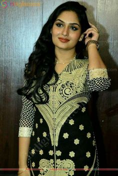 Hassanツ Beautiful Bollywood Actress, Beautiful Actresses, India Beauty, Asian Beauty, Actress Anushka, Malayalam Actress, Eastern Dresses, Girls Selfies, South Indian Actress
