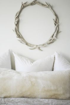 i like the simplicity of the wreath... but NOT done in antlers :)  Maybe driftwood?   flourish design + style | weekend links
