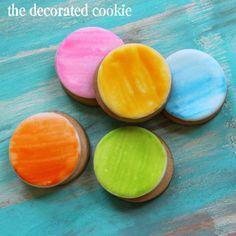 painting watercolor on cookies