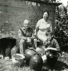 Enoch Reinhardt and his family in front of his kiln, Vale, North Carolina Courtesy of the State Archives of North Carolina (I was delighted to find a photo of Enoch and Mae. Face Jugs, Ceramic Jars, Making Faces, Pottery Making, Southern Style, North Carolina, Folk Art, Ceramics, Painting