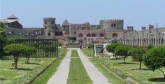 Castillo de Chancay, sepa cómo llegar, horarios y tarifas.  Chancay está ubicado a una hora aproximadamente, al sur de Huacho. Allí se encuentra uno de los lugares más representativos  y muy atractivo para hacer turismo cerca de Lima: El Castillo de Chancay.