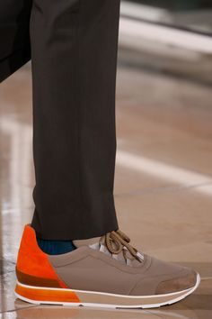 See detail photos for Hermès Fall 2016 Menswear collection.