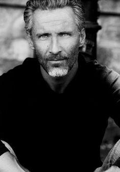 40 Grey Beard Styles to Look Devastatingly Handsome0231