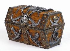 Creative and functional skull and chains pirates chest trinket box made of high quality resin Approx size. x x inches Made of high quality composite resin Hand Painted Pirate Treasure Chest, Treasure Boxes, Deco Pirate, Steampunk Accessoires, Pirate Halloween, Skull Jewelry, Jewelry Box, Chain Jewelry, Sea Jewelry
