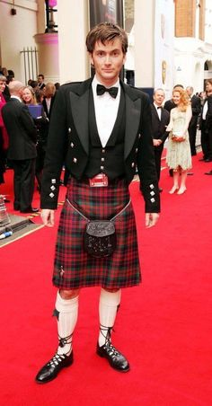 The Rules of Whovians: David Tennant in a Kilt. I repeat, David Tennant in a kilt is HOT! David Tennant, Scottish Man, Scottish Actors, Scottish Dress, Scottish Kilts, Scottish Accent, Beautiful Men, Beautiful People, Style Anglais
