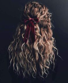 Le Frufrù: Acconciature perfette per le feste afro bangs hair hair styles mujer peinados perm style curly curly Hair Inspo, Hair Inspiration, Inspo Cheveux, Curly Hair Styles, Curly Hair Designs, Dream Hair, Pretty Hairstyles, Diy Hairstyles, Black Hairstyles