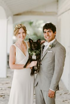 We adore the adorable pup and cute couple from this fresh and timeless wedding | Image by Julie Pepin Photography