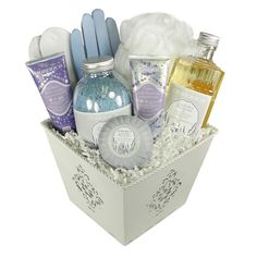 A lovely gift presentation that's guaranteed to bring a smile to its recipient! This gift basket contains luxury spa and bath products from Durance.