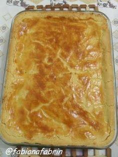 3 xícaras de farinha de trigo (possivelmente será usado mais uma xícara para dar ponto na massa) 1 xícara de amido de milho; 1 ovo inteiro; 3 gemas; 3/4 de xícara de óleo (usei Canola); 100g de manteiga ou margarina (usei margarina); 1 colher de chá de sal
