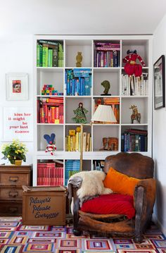 Love the visual appeal of the books shelf... But would have to be for a kids playroom, since my books MUST be organized by kind (not color) :)