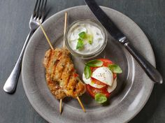 Dagens - Kyllingkebab med tomatsalat og kesamtzatziki - Godt.no - Finn noe godt å spise
