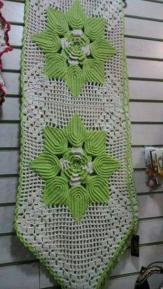 Croché Free Crochet Doily Patterns, Crochet Doilies, Crochet Flowers, Shabby Chic Flowers, Table Flowers, Filet Crochet, Pink Lace, Table Runners, Knitting