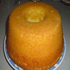 Compartilhe isso! Ingredientes 3 ovos 2 colheres (sopa) de margarina 1 copo de açúcar 2 xícaras de farinha de frigo 1 e 1/2 xícara de leite 1 colher (sopa) de fermento em pó Modo de preparo do bolo simples de liquidificador Bata os ovos, o açúcar e a margarina no liquidificador por cerca de 1 …