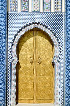 The amount of beauty and art that resides in the Middle East is extraordinary. From natural beauties to Islamic Art, the Middle East is the kind of place Wedding Doors, Moroccan Design, The Beautiful Country, Elements Of Art, Door Knockers, Moorish, Africa Travel, Wonderful Places, Beautiful Places