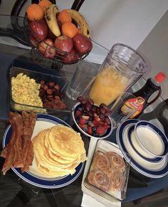 Crab + Lobster 🦞🦀 via . Eat Breakfast, Breakfast Recipes, Snack Recipes, Cooking Recipes, Healthy Desayunos, Sleepover Food, Junk Food Snacks, Food Goals, Food Cravings