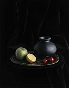 Oaxaca Jar with Cherries Still life No 4 New York by Evelyn Hofer Still Life Photography, Food Photography, Artistic Photography, Still Life Fruit, Painting Still Life, Painting Art, Hyperrealism, Chiaroscuro, Light And Shadow