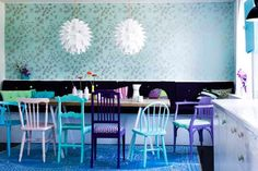 angenuity: Design Dilemma: Mismatched dining chairs...LOVE it!