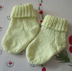 X – Socks. Knit 5 needles or circular needle. – The knitting workshop of Mam 'Yveline. Knitting For Kids, Knitting Socks, Baby Knitting, Baby Mittens, Baby Socks, Knitted Booties, Baby Booties, Tricot Baby, Sewing Clothes Women