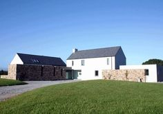 RIAI Public Choice Award - Liston Architecture - Irish Home Magazine Farmhouse Architecture, Vernacular Architecture, Modern Farmhouse Exterior, Split Level House Plans, House Plans South Africa, Palmer House, Farmhouse Renovation, Rural House, Courtyard House