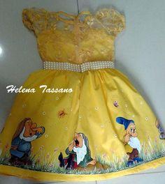 Vestido de festa infantil com  o tema Branca de Neve
