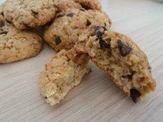 Aujourd'hui, une petite recette toute simple, délicieuse (et sans oeuf ni beurre !) : les cookies à la purée de cacahuète ! Il me restait u...