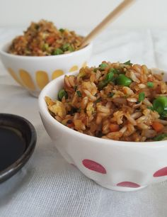 Arroz japonés casero en menos de 20 minutos y lleno de verduras.  Japanese fried rice in less than 20 minutes and packed with veggies.