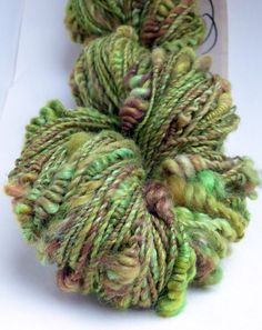 """Handgesponnen & -gefärbt - Schnecke v.s. Salat"""" Artyarn,handgesponnene Wolle - ein Designerstück von Farberfinderin bei DaWanda"""
