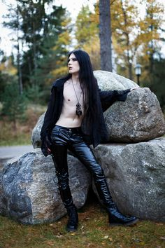 Gothic clothing, emo clothes and punk goth rock apparel. Tripp Pants, Killstar Dresses and clothing for men and women. Gothic Fashion Men, Gothic Men, Dark Fashion, Grunge Fashion, Fashion 2020, Modern Gothic, Fashion History, Dani Filth, Steampunk Hairstyles