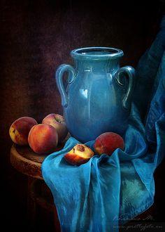 Natürmortun konusunu, koparılmış çiçekler, meyveler, avlanmış hayvanlar, vazo, kitap gibi eşyalar oluşturur.