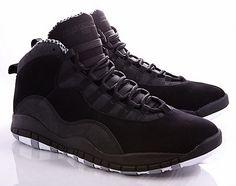 Po wydaniach Chicago i Old Royal przychodzi pora na wersję AJ10 Stealth. Jordan Brand wyda najnowsze retro modelu Air Jordan X już w marcu i będzie ono kosztowało $160 USD. Buty będą całe z czarnego…