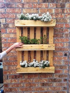 garden ideas diy pallet fresh diy shipping pallet garden ideas idea for using old pallets of garden ideas diy pallet Pallet Crafts, Diy Pallet Projects, Garden Projects, Art Projects, Woodworking Projects, Pallet Furniture, Garden Furniture, Furniture Projects, Pallet Walls
