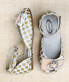 Look what I found on White & Gold Imani Ballet Flat - Kids by Joyfolie Kid Shoes, Girls Shoes, Baby Shoes, Little Girl Fashion, Kids Fashion, Kelly Fashion, Glitter Girl, Gold Polka Dots, Little Fashionista