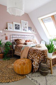 design home interior Light Pink Bedrooms, Light Pink Walls, Pink Bedroom Walls, Cozy Bedroom, Bedroom Colors, Rustic Home Design, Blue Home Decor, Living Room Inspiration, New Room