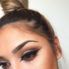 Inner eye corner eyeliner