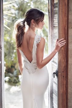 Trendy Wedding Dresses : The Romantic Sparkling Anna Campbell Wanderlust Wedding Dress Collection Anna Campbell Bridal, Anna Campbell Dress, Dresses Elegant, Stunning Wedding Dresses, Wedding Dress Styles, Designer Wedding Dresses, Bridal Dresses, Wedding Gowns, Wedding Bride